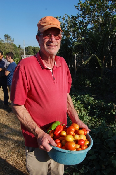 Jeffrey Haas touring the garden in Ciudad Romero.