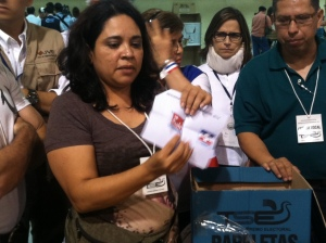 Counting a vote for the FMLN